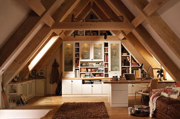wooden-classic-attic-bedroom Desain kamar tidur loteng solusi untuk ruang rumah kecil